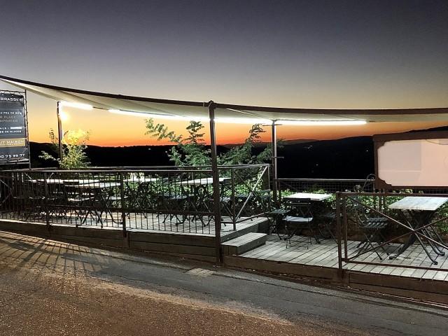 Brasserie Les Terrasses Terrasses avec vue sur la vallée et sur Bonnieux